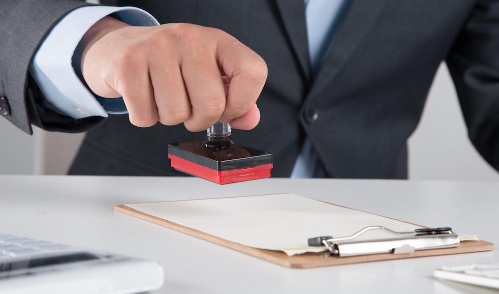 向公司申请辞职,公司不同意如何应对?