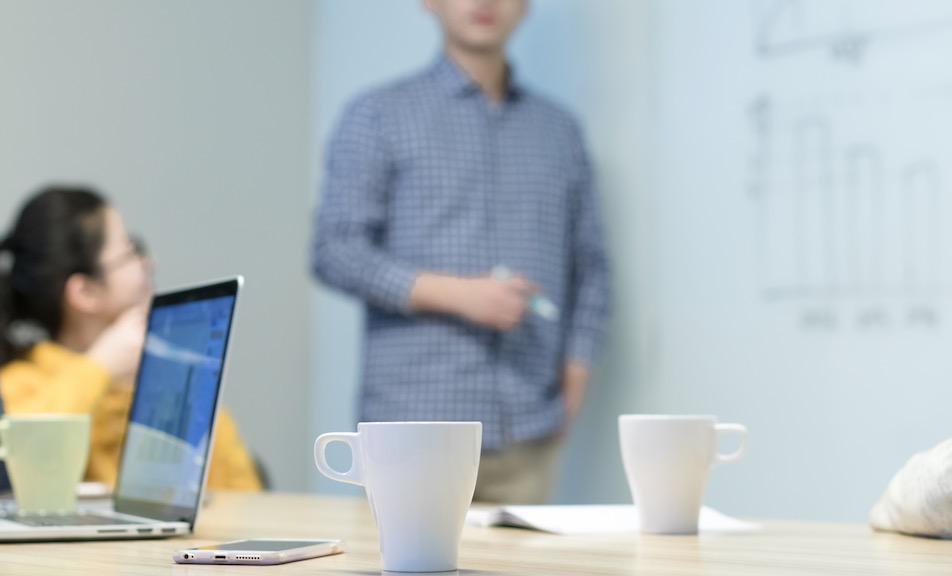 实习时喜欢上自己的同事怎么办?